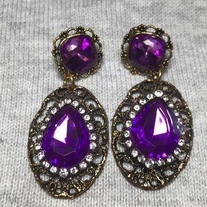 Jewelry - Women's purple stone studded earrings
